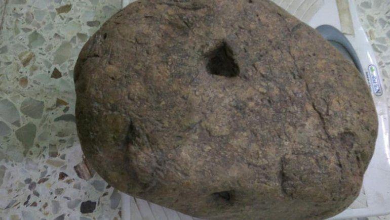 Insólito: roquense vende una piedra de 12 kilos a $20 mil