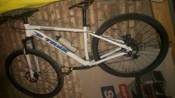 Vista Alegre: lo tiraron al canal para robarle la bicicleta