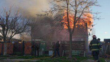 Tres dotaciones de bomberos apagaron un incendio en San Martín