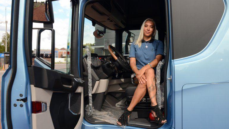 agustina saco la licencia conducir categoria e manejo profecional camiones 8jpg