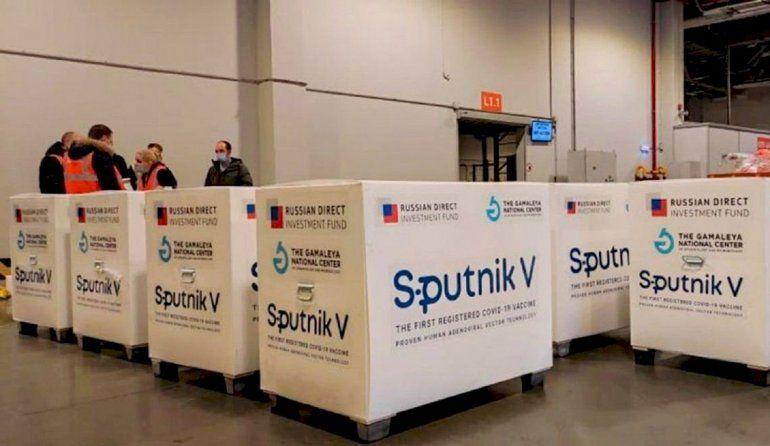 Sputnik V: Rusia admite que la demanda mundial excede su capacidad de producción