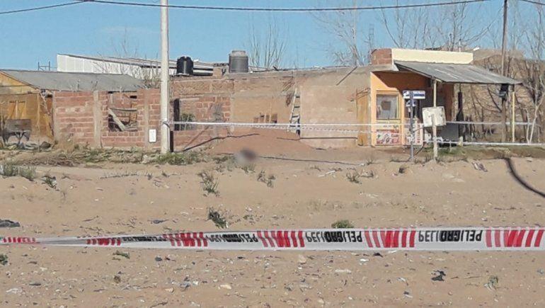 Investigan un posible crimen en Rincón de los Sauces.