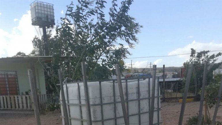 Vecinos de Bardas Coloradas y Los Frutales reclaman que no tienen agua