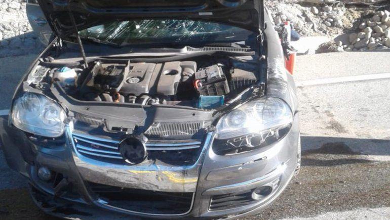 Cuatro personas resultaron heridas en un choque frontal en el Camino de los Siete Lagos.