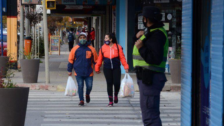 Flexibilizaciones: en Neuquén capital se extendió el horario de circulación hasta las 20.