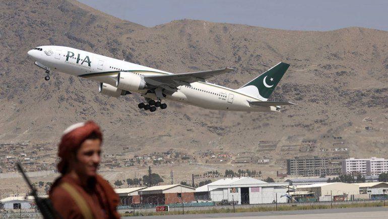 Kabul reanudó la actividad aérea y salió el primer vuelo del aeropuerto