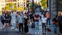 en 7 meses, espana estima tener a todos vacunados