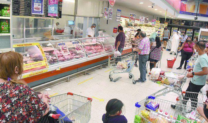 Tras permanecer cerrados mañana, los supermercados reabrirán a partir del martes en Neuquén.
