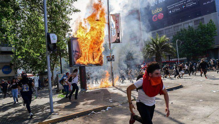Sigue el caos en Chile, con 15 muertos y más de 2000 detenidos