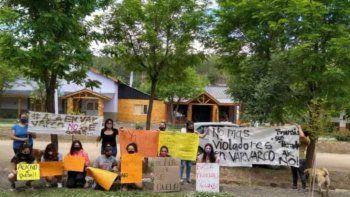 vecinos echaron de varvarco a policia acusado de violacion