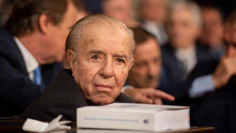 Está listo el busto de mármol de Carlos Menem para el homenaje del Gobierno