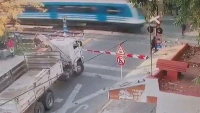Tragedia: cruzó sin mirar las vías y lo atropelló el tren Sarmiento
