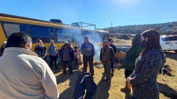 La familia desalojada en Nahueve vive en un colectivo