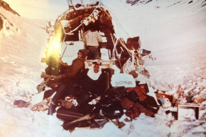 El avión destruido fue su casa por más de 70 días n los que estuvieron perdidos en el frío de los Andes.