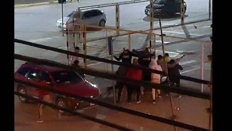 Video: salvaje enfrentamiento frente al Club Cipolletti