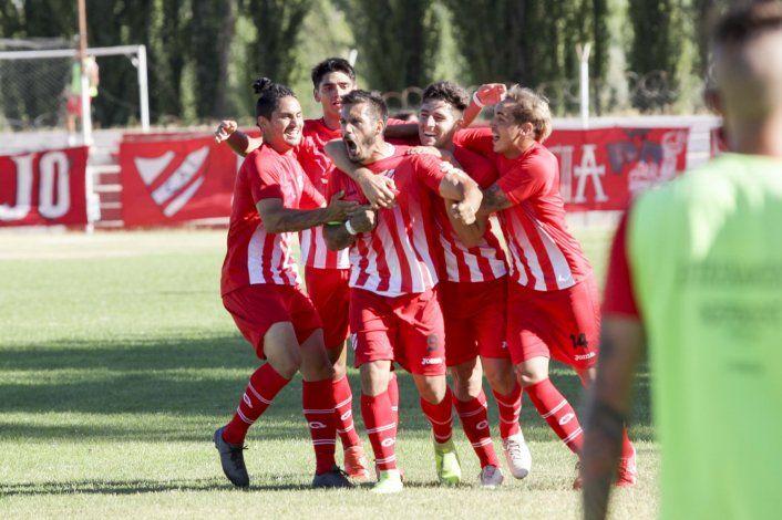 El Rojo se sobrepuso a la derrota en Cutral Co del arranque con un gol del eterno Villa.