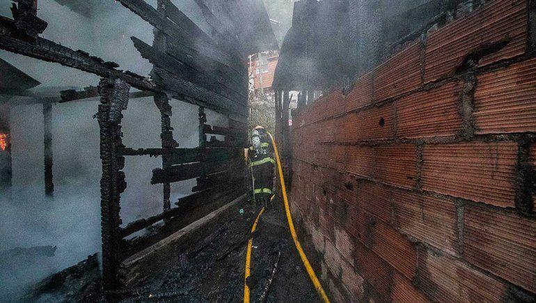 Familia perdió todo al incendiarse su casa en San Martín de los Andes