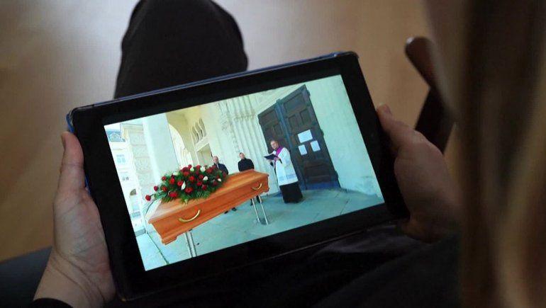 Dolor digital: la pandemia propicia el velorio virtual
