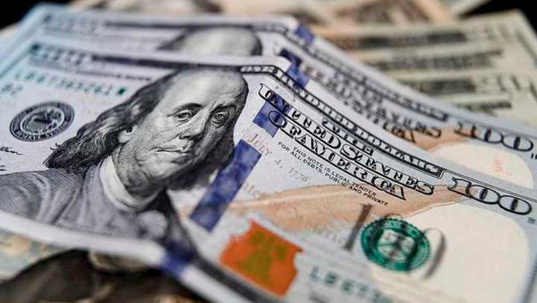 Dólar: el blue alcanzó un récord y los bancos cerraron las operaciones
