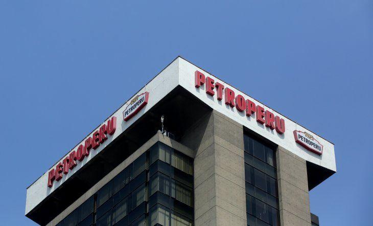 Foto de archivo del logo de Petroperú en las oficinas centrales de la empresa en el distrito limeño de San Isidro. La empresa evalúa tomar un crédito. May 4