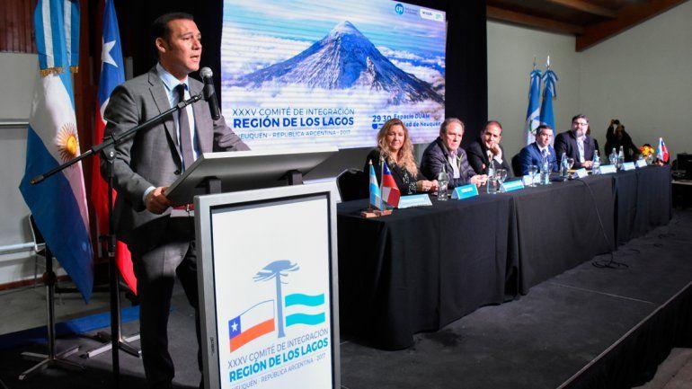 El gobernador Omar Gutiérrez encabezó el acto de la clausura del encuentro del Comité de Integración.