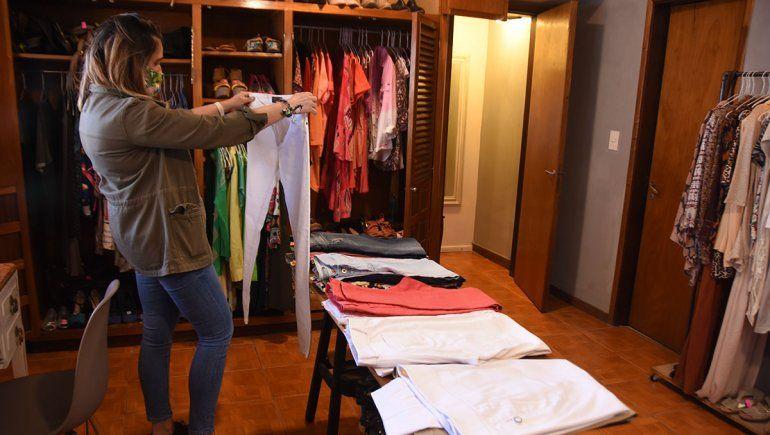 La ropa se deja a consignación y luego se da la opción de recibir dinero o un crédito para llevarse otra prenda.