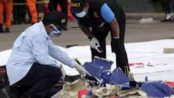 encontraron las cajas negras del avion que se cayo en indonesia
