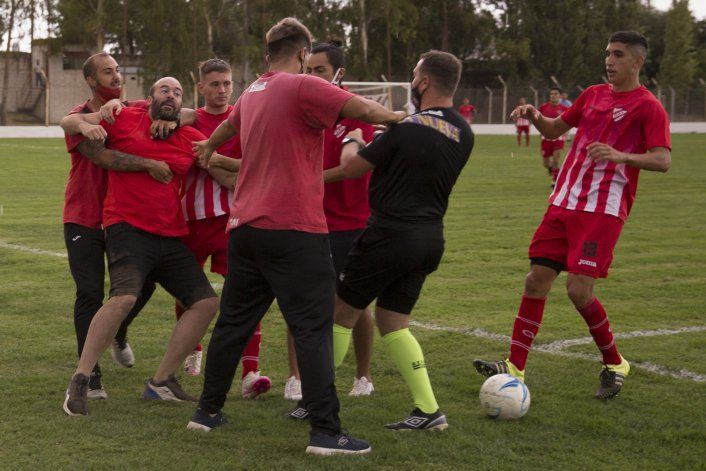 Así fueron los graves incidentes del Rojo con el árbitro: ¿se vienen sanciones?