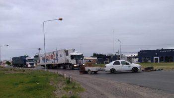 reclamo: transportistas levantaron el corte en la rotonda de las rutas 22 y 151