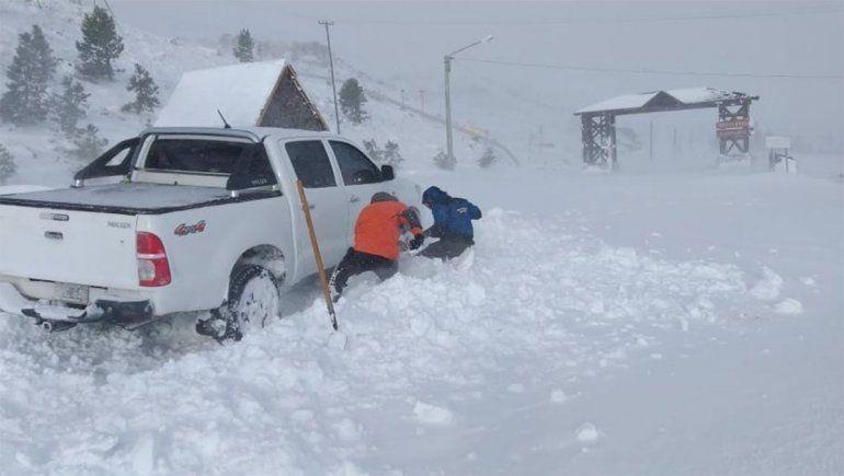La nieve trajo complicaciones para trabajadores en Copahue