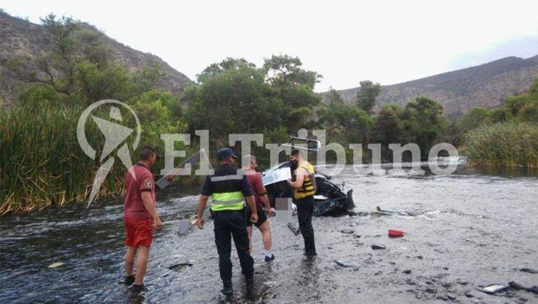 El helicóptero que piloteaba Jorge Brito chocó contra un cable y se partió en el aire.