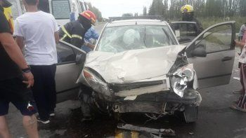 Cuatro personas resultaron heridas en un brutal choque sobre la Ruta 22