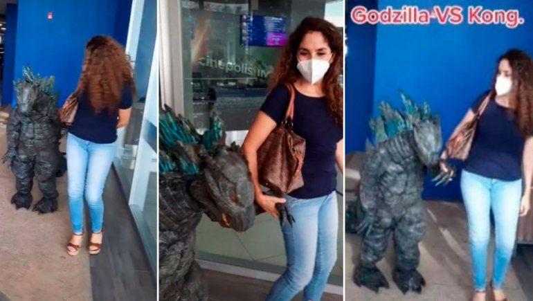 Niño se disfrazó de Godzilla y causó impacto en TikTok.
