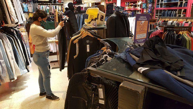 Buscan reactivar la venta de ropa sin subir precios