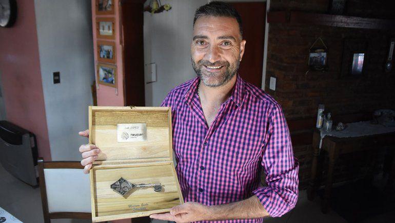 Ariel Diomedi, el productor frutícola que se puso al hombro la desinfección de la ciudad