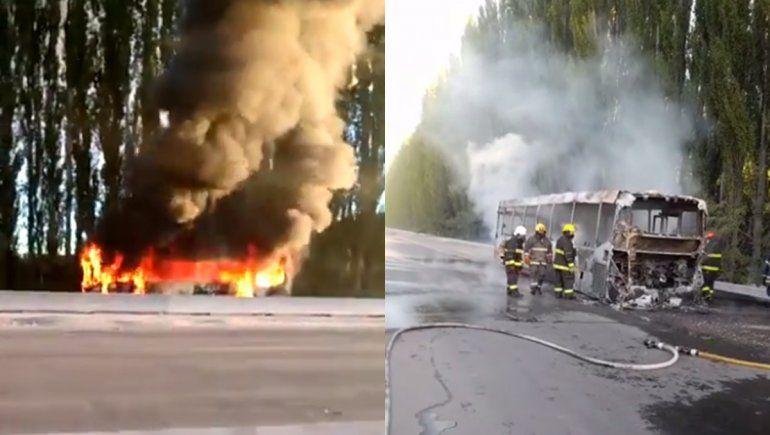 Un colectivo de Koko se prendió fuego sobre la Ruta 22 en Allen