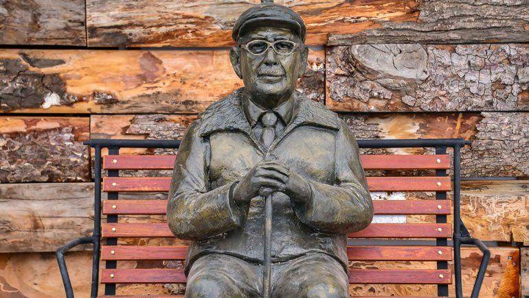 Chapelco homenajeó a sus pioneros con una escultura de Astete