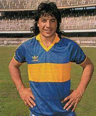 El Búfalo Funes con la camiseta de Boca. No pudo debutar oficialmente por una afección. Murió dos años después.