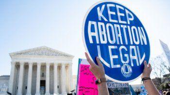 aborto en texas: juez bloquea temporalmente la aplicacion de la ley