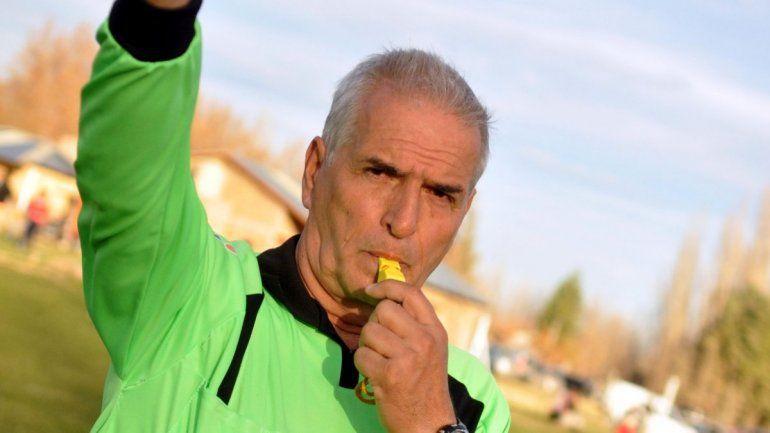 Carlos Escobar, director de árbitros del Don Pedro y capo del Tribunal, se mostró indignado.
