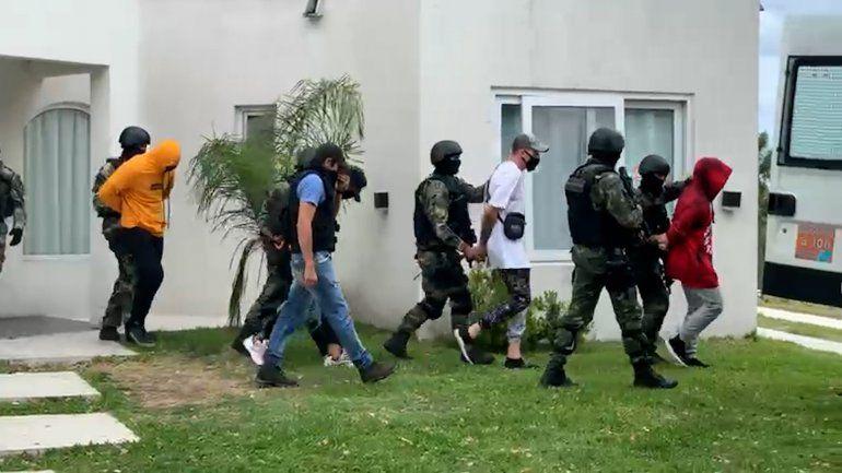 El youtuber fue detenido junto a otros jóvenes por hacer una fiesta clandestina.