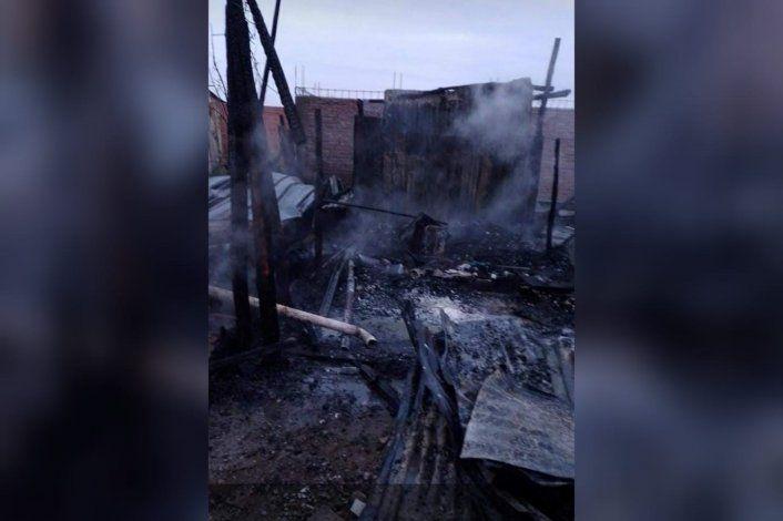 Salió a un bar con amigas y su ex pareja le quemó la casa