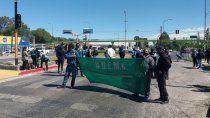 municipales de centenario estan de paro y cortan la ruta 7