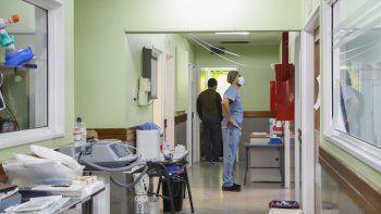 El panorama de expansión del virus, lejos de atenuarse, sigue agravándose. En el Hospital, el personal no para de luchar por la vida.