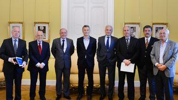 El grupo de ex secretarios rechazó la ley de hidrocarburos