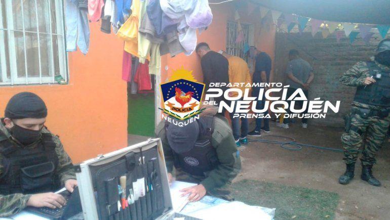 La Policía detuvo a dos jóvenes y secuestró cocaína en un exitoso allanamiento en el barrio 192 Viviendas.
