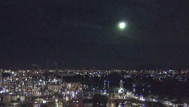 Viral: una resplandeciente bola de fuego iluminó el cielo de Japón