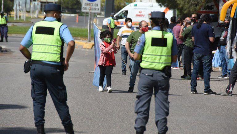 La ilusión de ver al Presidente: manifestantes y militantes esperaron a Alberto en Neuquén