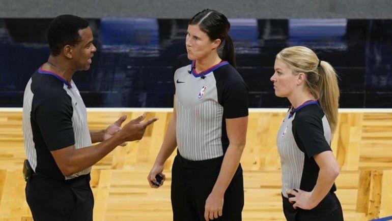Por primera vez, dos mujeres arbitraron un partido de NBA