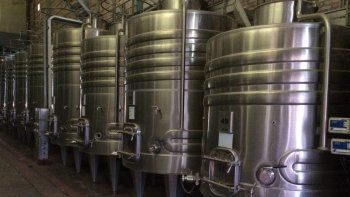 vino: bodega favretto ya lo vende tirado